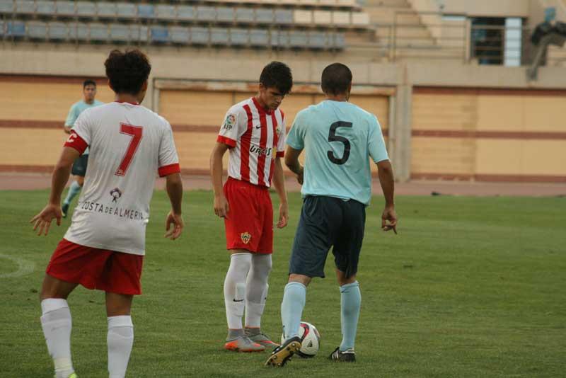 El CD El Ejido 2012 convence con buenfútbol pero pierde ante la UD Almería B (0-1)