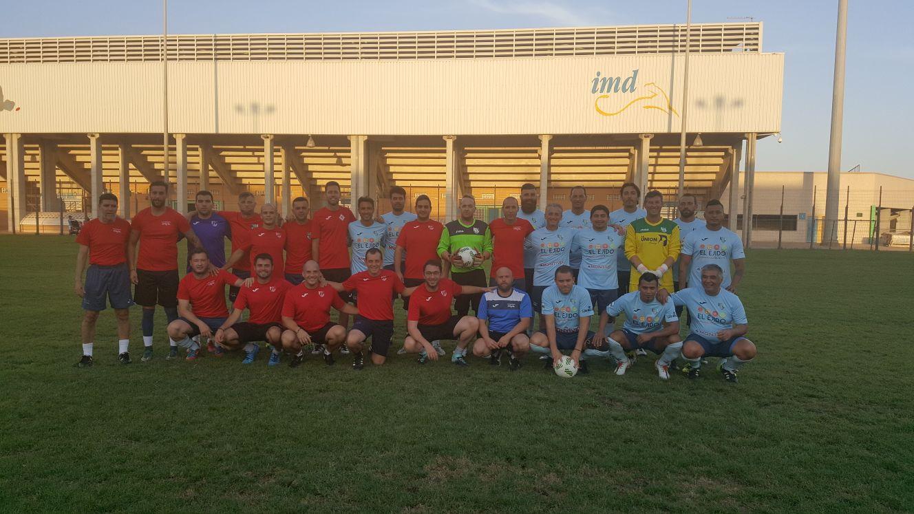 Veteranos y técnicos del CD El Ejido juegan un amistoso