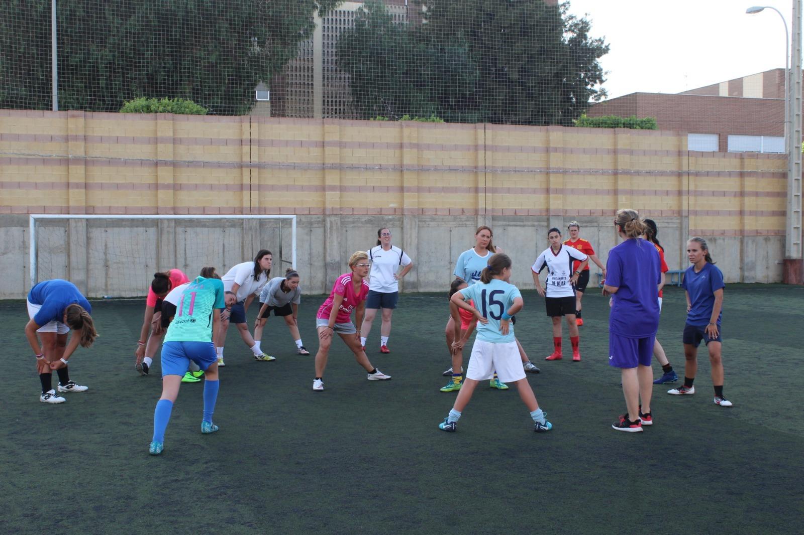 El nuevo equipo femenino de fútbol arranca los entrenamientos