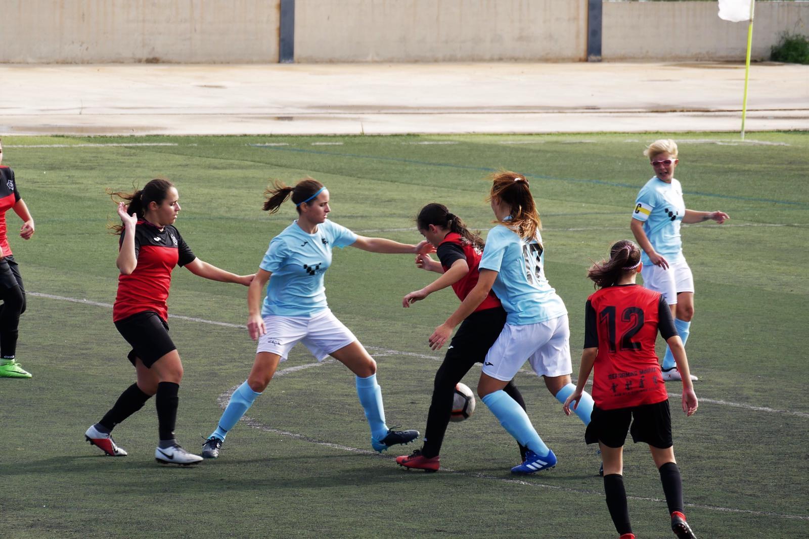 El equipo femenino vence de manera contundente al Loma de Acosta