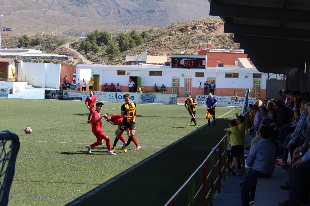 El Berja CF golea al Estepona y sus dos rivales ceden dos empates