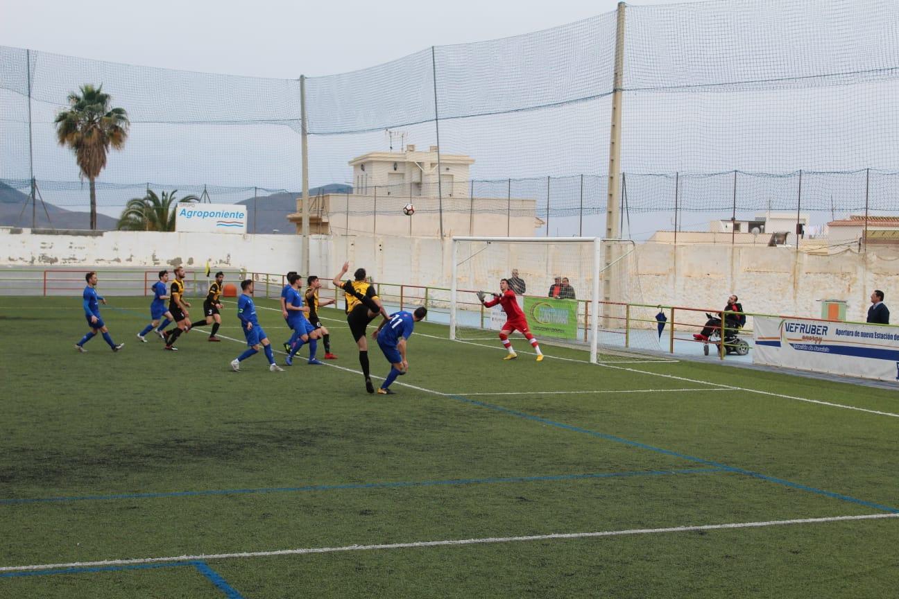 Dos discutidos penaltis pasan factura al Berja frente al Begíjar