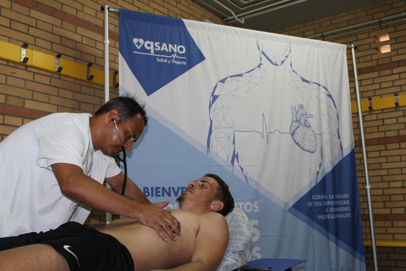 masQsano pasa los reconocimientos médicos del primer equipo de fútbol del CD El Ejido