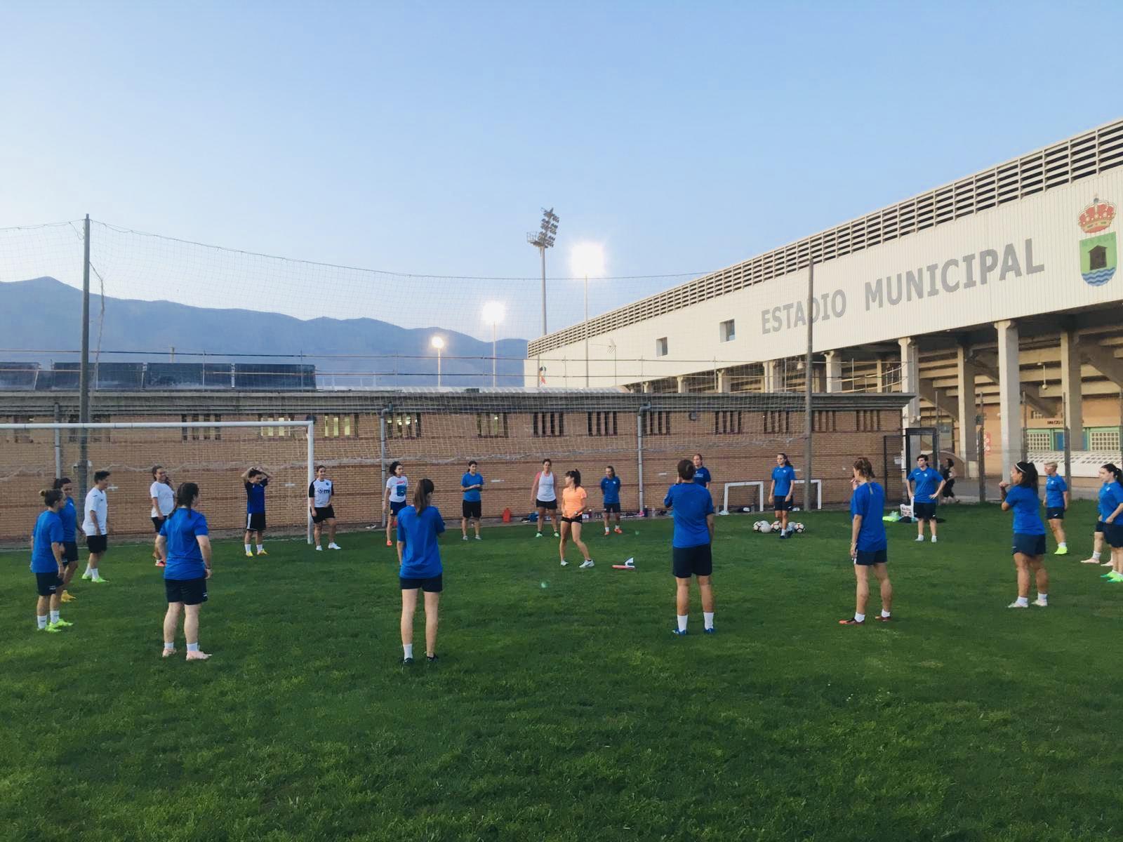 El equipo femenino de fútbol empieza la preparación física