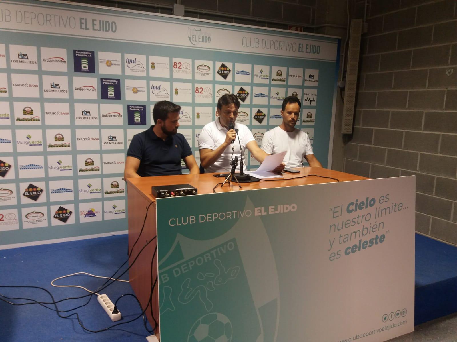 Carlos Sánchez dimite como entrenador del equipo juvenil del CD El Ejido por motivos personales