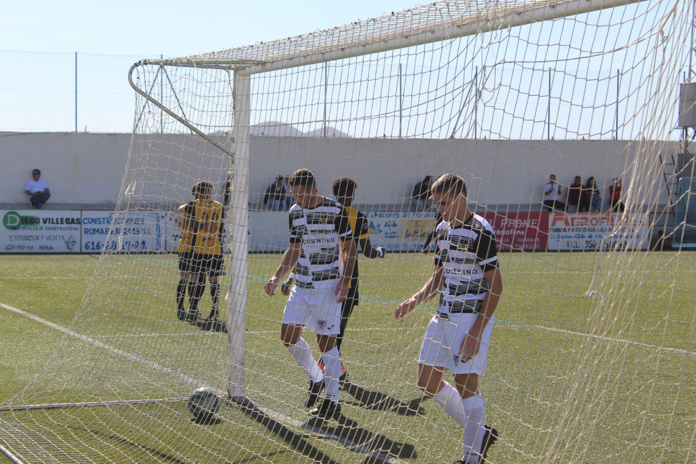 El Berja CF logra la primera victoria ante su afición goleando al Cantoria