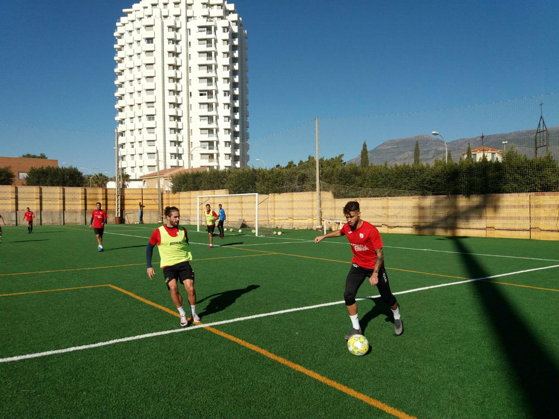 David Cabello pone a sus jugadores a punto para afrontar con garantías el derbi frente al Almería B