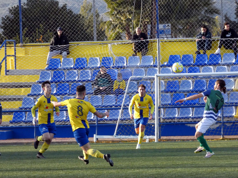 El equipo de David Cabello gana con autoridad al Huétor Tájar con un fútbol ganador y ambicioso