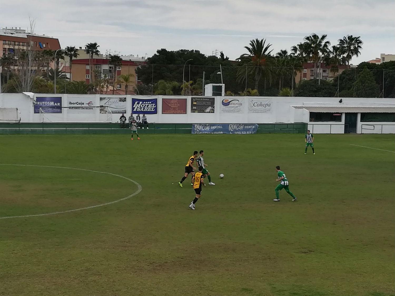 El Berja CF deja sin respuesta a un Juventud de Torremolinos y le araña un valioso empate