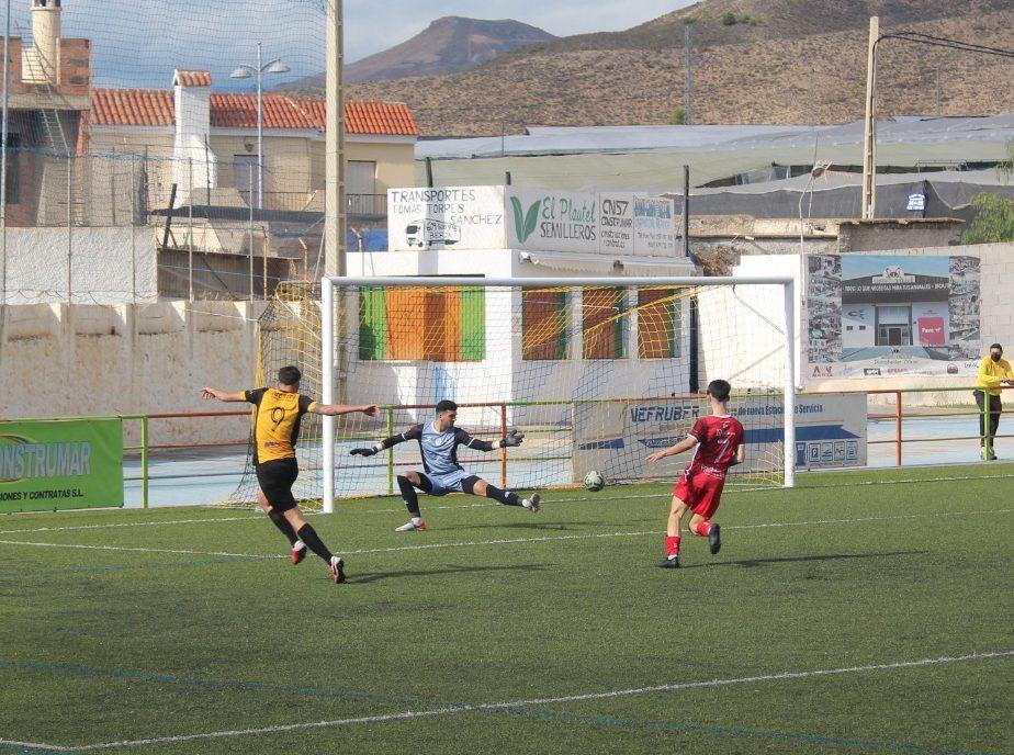 El Berja se impone 2-1 al Rincón y sigue imbatido