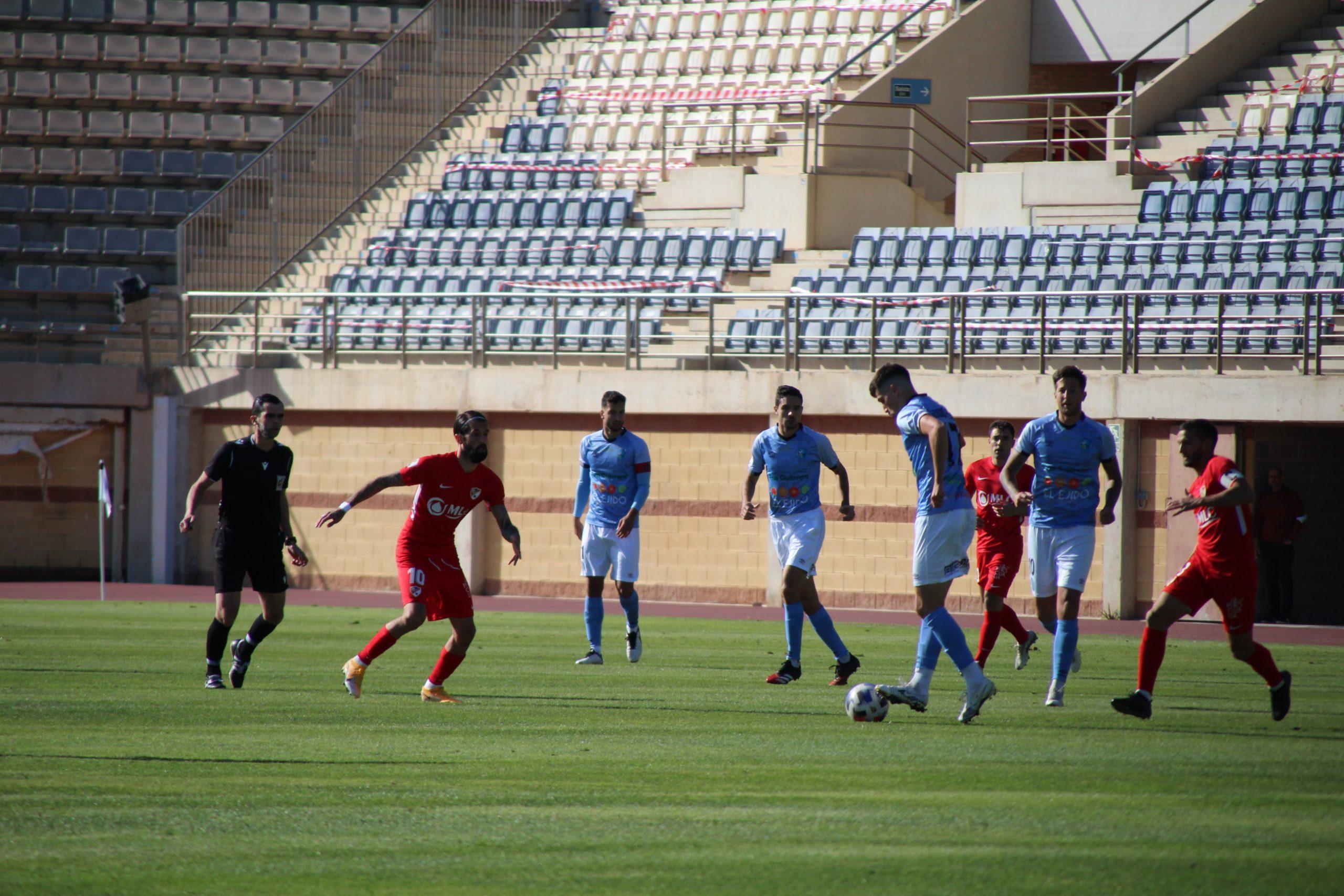 El CD El Ejido no supo decidir el partido ante el Linares Deportivo