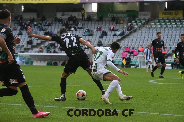 El CD El Ejido cede y encaja un marcador contundente en Córdoba